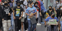 Nueva ola de coronavirus azota a los más jóvenes en México