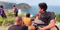 Este proyecto en Brasil sube a la montaña a personas en silla de ruedas