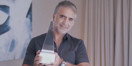 Alejandro Fernández recibe un premio en los Latin American Music Awards 2021