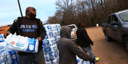 Distribución de agua en Jackson, Mississippi.