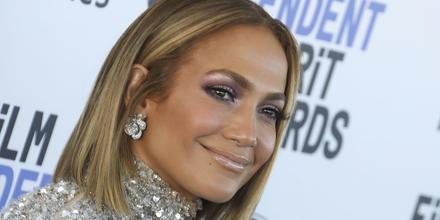 Jennifer Lopez sonriendo, toma de cerca