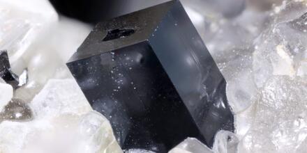 Un primer plano de un cristal de perovskita.