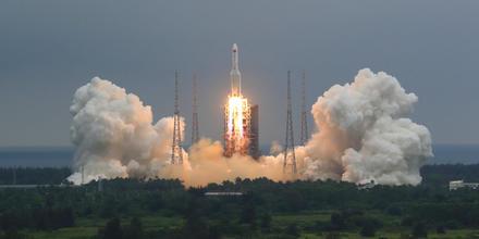 Restos de un cohete chino fuera de control regresará a la Tierra este fin de semana