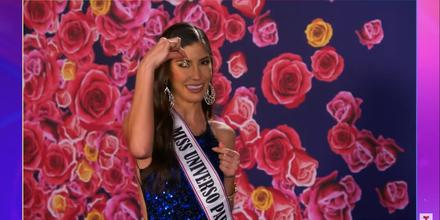 Miss Paraguay, Vanessa Castro, muestra su amuleto de la suerte