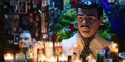 Altar en honor a Jesús Malverde en capilla de Culiacán, Sinaloa