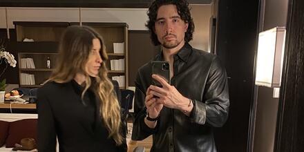 Alex Fernández Jr. y su esposa Alexia selfie