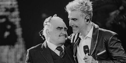 Vicente y Alejandro Fernández en el escenario
