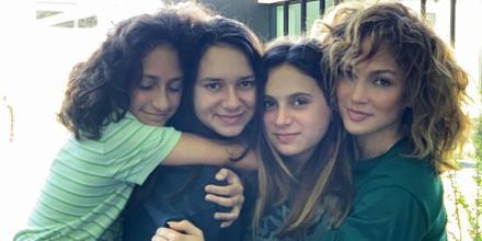 Jennifer Lopez, Ella, Natasha y Emme Maribel