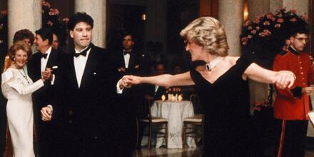 John Travolta y la princesa Diana bailando en la Casa Blanca en 1985