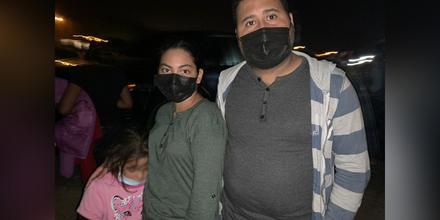 La familia hondureña de Katia, de 24 años, su marido Xavier, de 30, y la hija de ambos