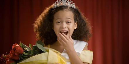 Escuela niñas reinas de belleza Colombia
