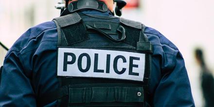 Uniforme azul de los policías