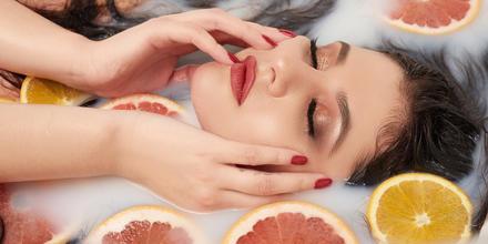 Vitaminas que debes de buscar en tus productos de belleza | Telemundo