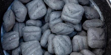 Carbón de desechos humanos
