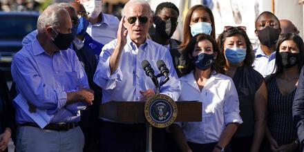 El presidente, Joe Biden, visita uno de los barrios de Queens más afectados por los remanentes de Ida
