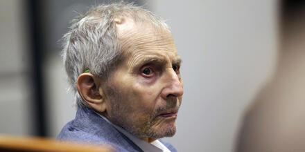 En esta foto de archivo del 10 de marzo de 2020, el heredero inmobiliario Robert Durst observa al jurado durante su juicio por asesinato en Los Ángeles.
