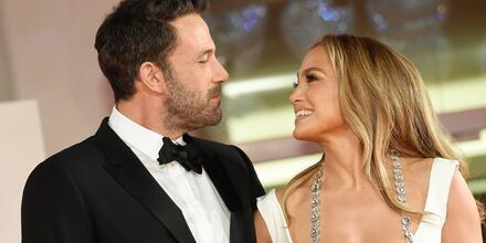 Ben Affleck y Jennifer Lopez en el estreno de 'The Last Duel' en el Festival de Cine en Venecia, Italia