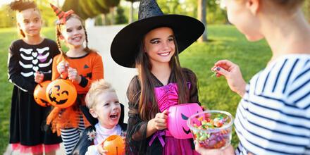 20 ideas de dulces y bolsas para llevarlos este Halloween | Telemundo