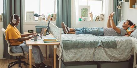 Lo que no te puede faltar en tu dormitorio universitario   Telemundo