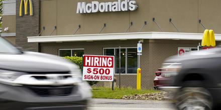 Un restaurante de McDonald´s en Cranberry Township, Butler County, Pennsylvania, ofrece empleos con un bono extra de $500 para nuevos empleados.