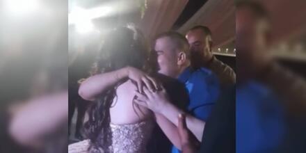 Padre bailando con su hija en su fiesta de 16 años