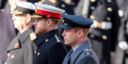 Príncipe William y príncipe Harry durante el Servicio por el Día de la Memoria anual en el Cenotafio en 2019
