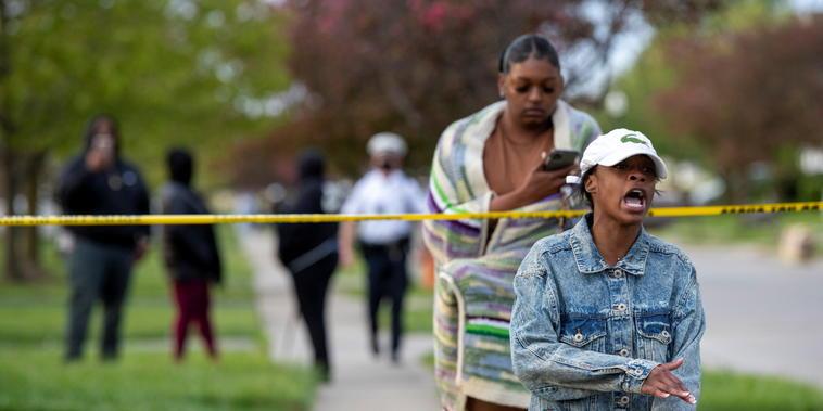 La escena donde Ma'Khia Bryant, de 16 años, murió después de que un policía le disparara en Columbus