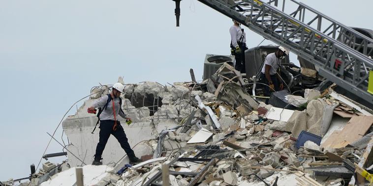 Los equipos de rescate explicaron que hasta que no concluyan sus labores no se dejará vía libre a los ingenieros y expertos para analizar el edificio.