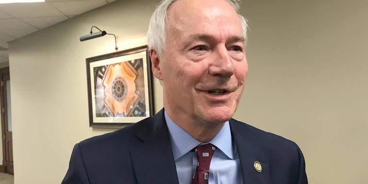 El gobernador de Arkansas, Asa Hutchinson