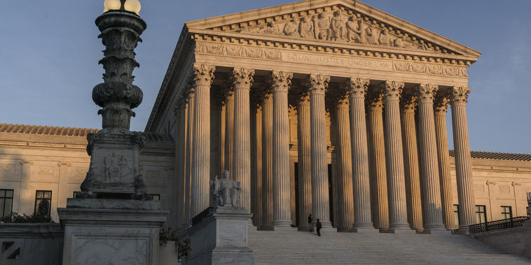 La Corte Suprema al atardecer en Washington