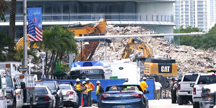 Escombros del edificio Champlain Towers South en Surfside, Florida