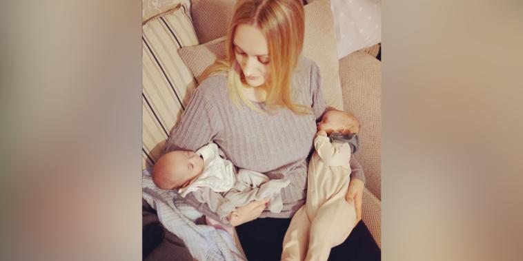 Rebecca Roberts concibió a Noah y Rosalie con tres semanas de diferencia