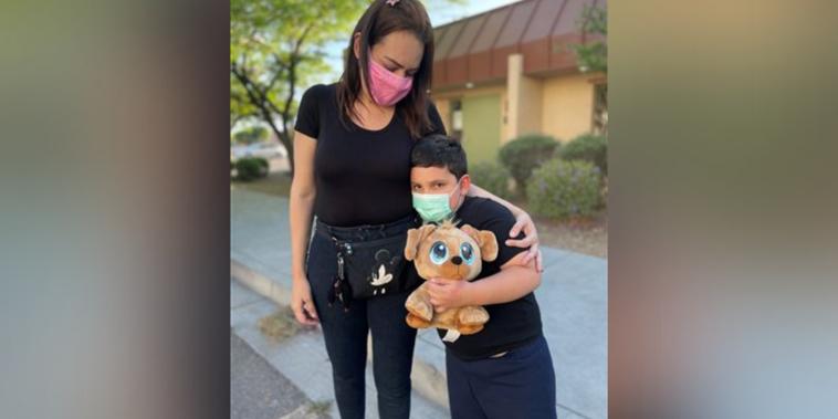 Andrea, una migrante venezolana, que se reunió con su hijo, Juan Felipe.