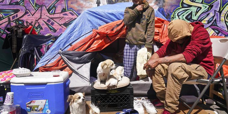 Aumentan los migrantes que viven en la calle debido a la crisis del COVID-19
