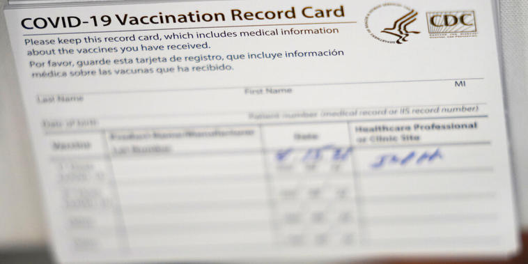 Un carnet de vacunación contra el COVID-19
