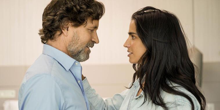 Guy Ecker y Bárbara de Regil en Parientes a la Fuerza