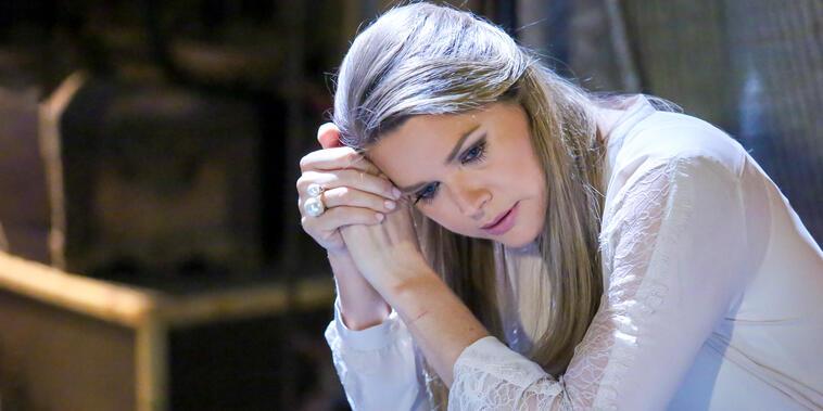Tierra de Reyes, capítulo 158: Cayetana se arrepiente de sus decisiones