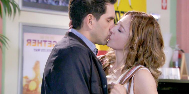 Eva La Trailera, Capítulo 8: Eva y Pablo se besan y Adriana los descubre