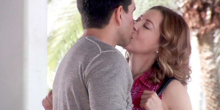 Eva La Trailera, Capítulo 12: Betty descubre a Eva y Pablo besándose