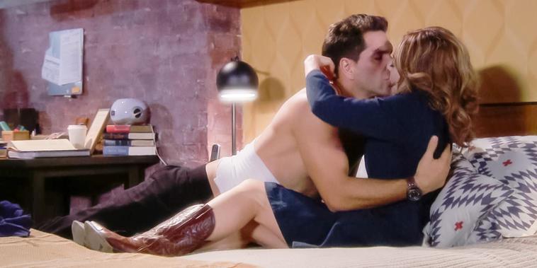Eva La Trailera, Capítulo 14: Eva y Pablo hacen el amor por primera vez