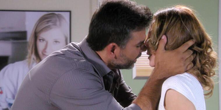 Eva La Trailera, capítulo 39: Armando se muestra arrepentido frente a Eva