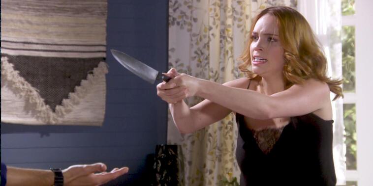 Eva La Trailera, capítulo 43: Adriana amenaza a Andy con un cuchillo