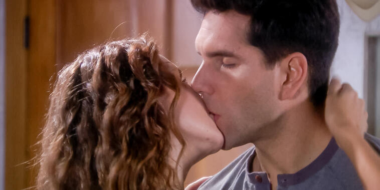 Eva La Trailera, capítulo 94: Eva sorprende a Pablo besándose con la Doctora.