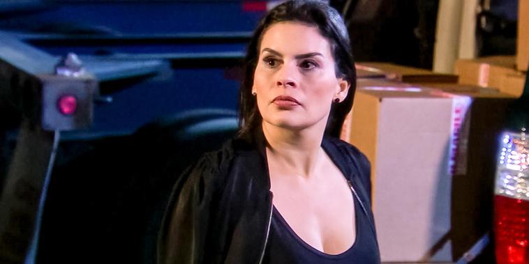 Eva La Trailera, capítulo 100: Descubren a Rebeca sembrado droga a los camiones de Eva