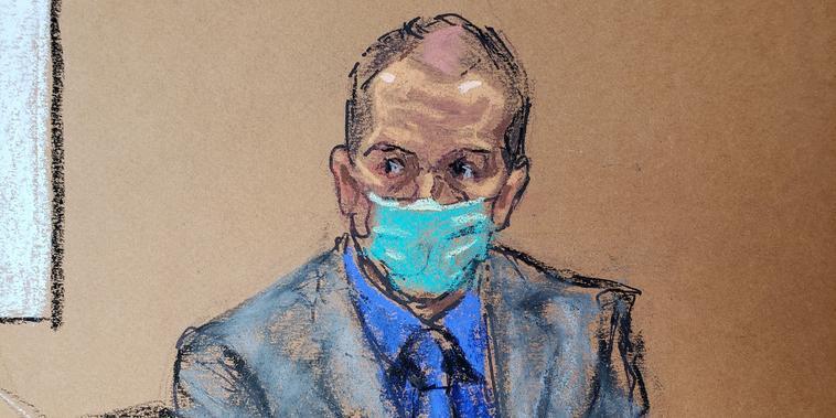 El expolicía de Minneapolis Derek Chauvin escucha los argumentos finales en el juicio en su contra