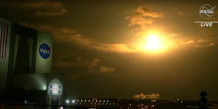 La salida de la nueva misión tripulada de la NASA al despegar este viernes con un cohete de SpaceX.