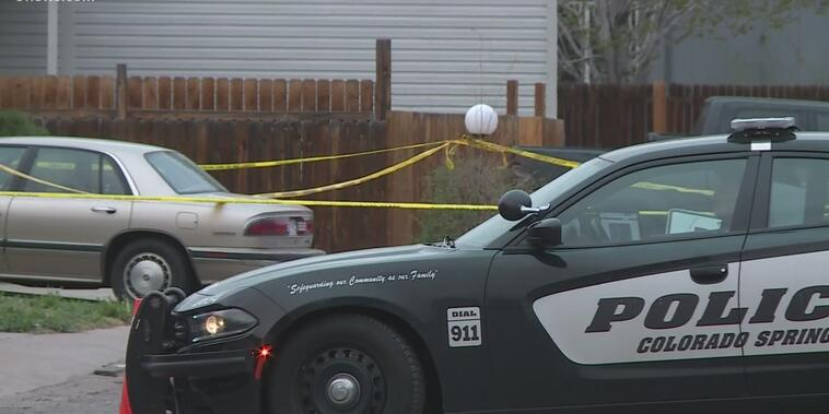 La policía de Colorado Springs responde a la escena de un tiroteo que dejó siete muertos, incluido el atacante