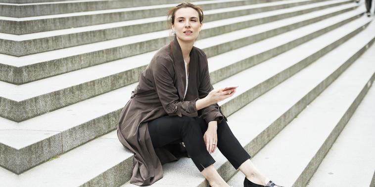 Modelo con mocasines para mujer