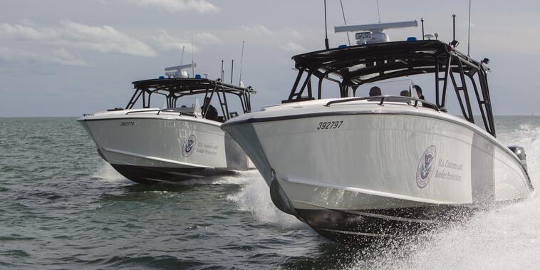 Imagen de archivo de dos botes de la Patrulla Fronteriza