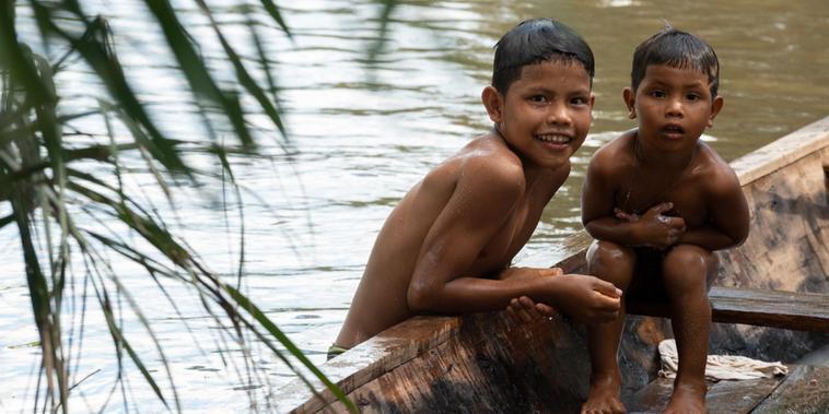 Niños de los pueblos indígenas de Colombia que participaron en jornadas sanitarias de la Organización Panamericana de la Salud (OPS).
